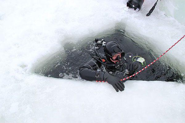 bucear bajo hielo